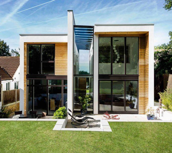 2-storey-family-home-glazed-atrium-brings-light-deep-house-02