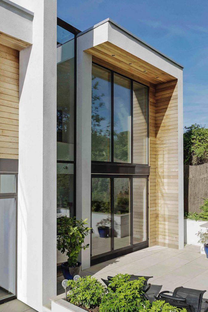 2-storey-family-home-glazed-atrium-brings-light-deep-house-04