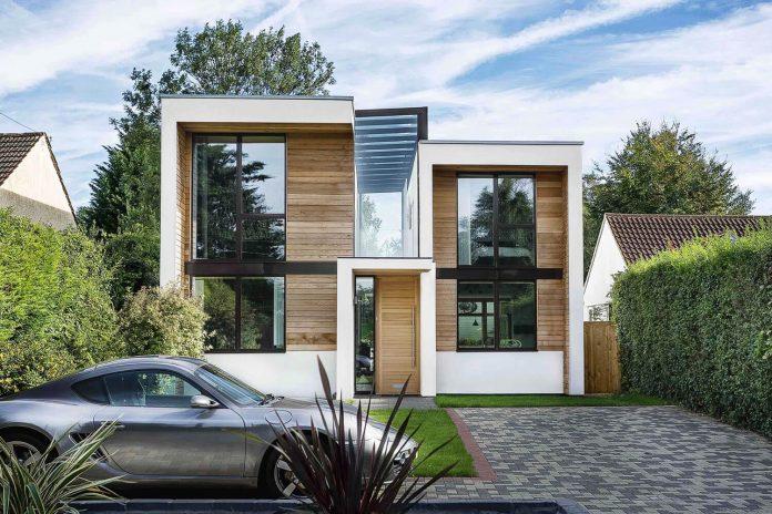 2-storey-family-home-glazed-atrium-brings-light-deep-house-05