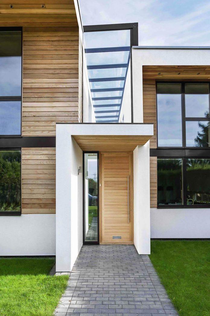 2-storey-family-home-glazed-atrium-brings-light-deep-house-06