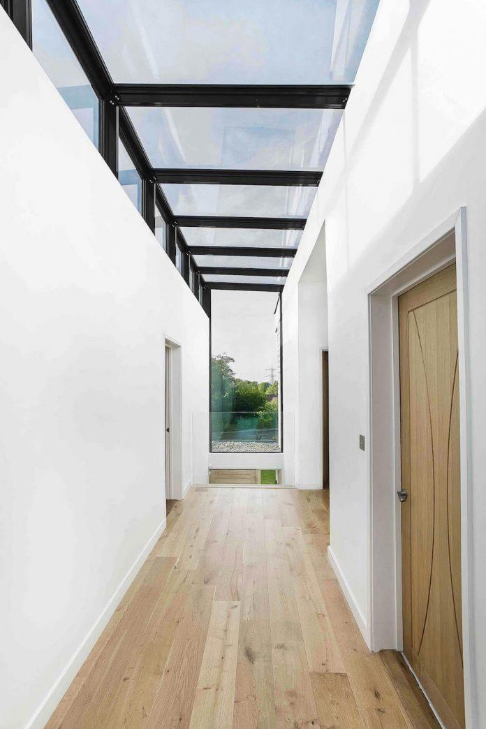 2-storey-family-home-glazed-atrium-brings-light-deep-house-10