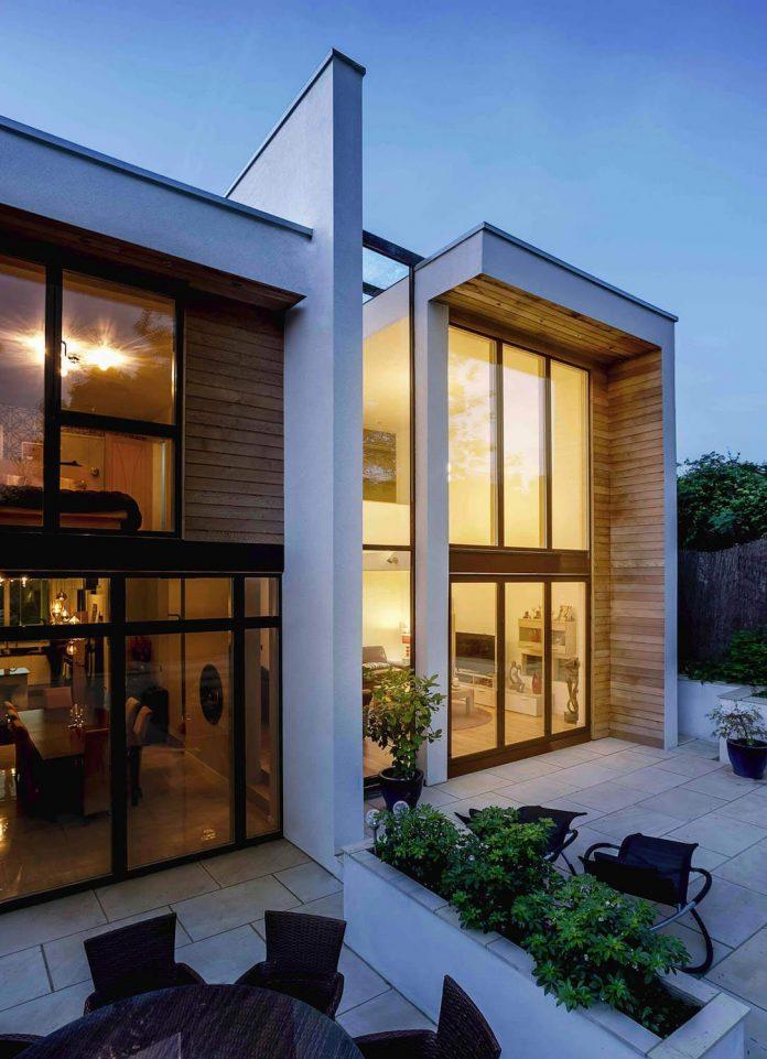 2-storey-family-home-glazed-atrium-brings-light-deep-house-12