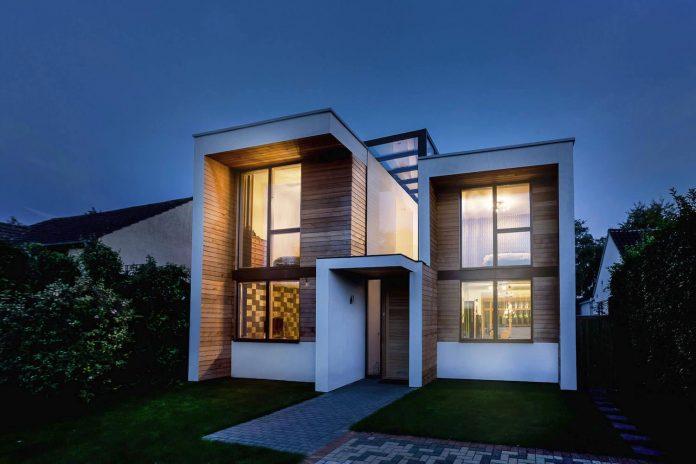 2-storey-family-home-glazed-atrium-brings-light-deep-house-13