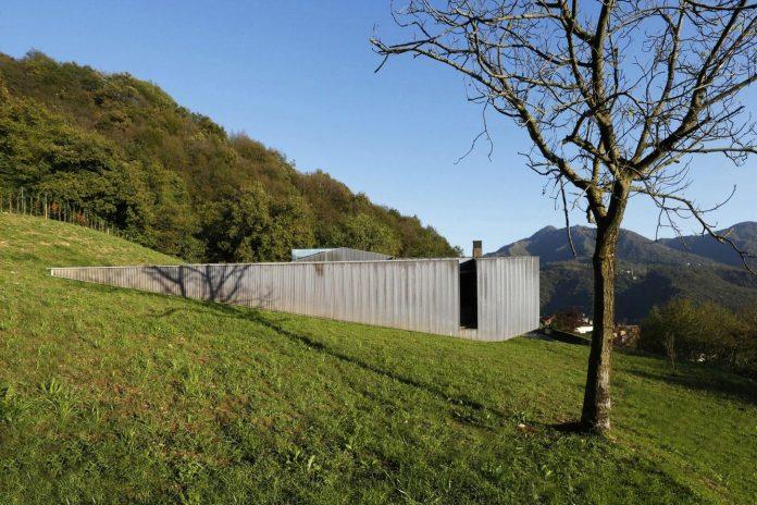 angular-alps-villa-planting-relationship-built-intervention-nature-08