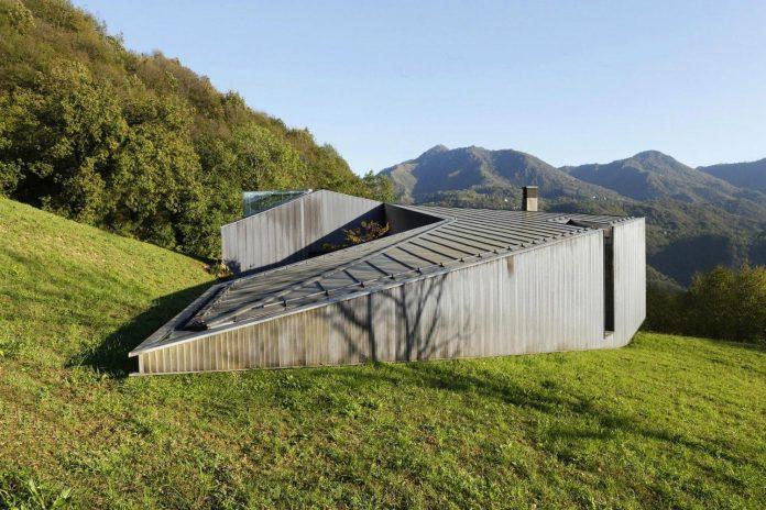 angular-alps-villa-planting-relationship-built-intervention-nature-09