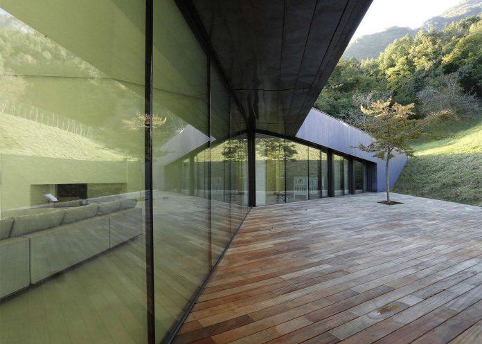 angular-alps-villa-planting-relationship-built-intervention-nature-11