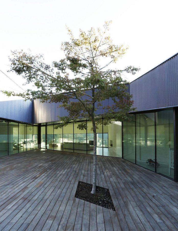 angular-alps-villa-planting-relationship-built-intervention-nature-13