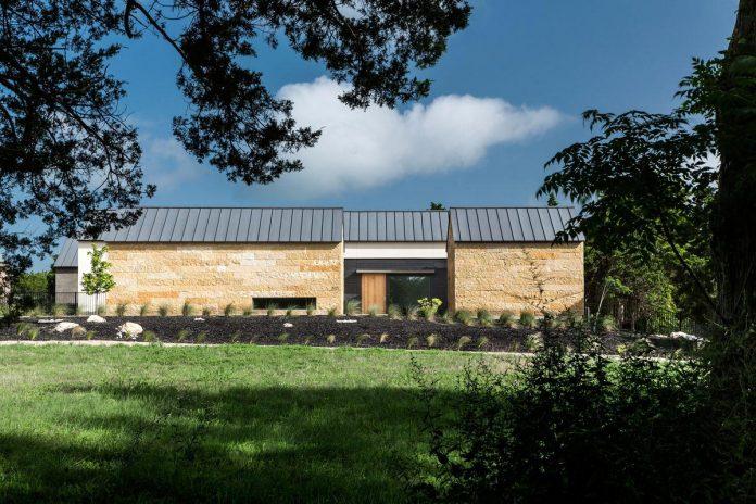 blue-ridge-drive-residence-cedar-hill-texas-norman-d-ward-architect-01