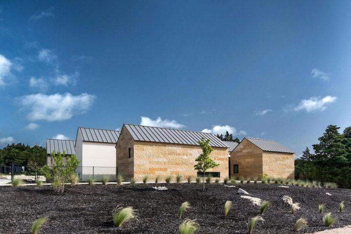 blue-ridge-drive-residence-cedar-hill-texas-norman-d-ward-architect-02