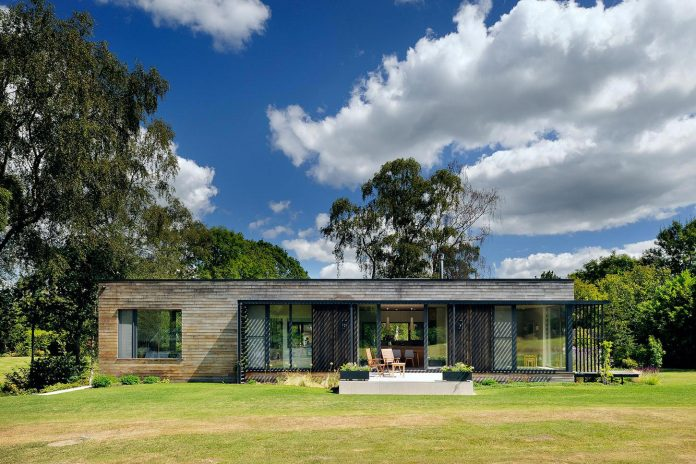 bright-bespoke-contemporary-mobile-dwelling-set-middle-forrest-03