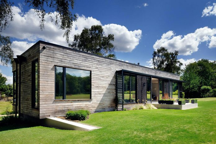 bright-bespoke-contemporary-mobile-dwelling-set-middle-forrest-05