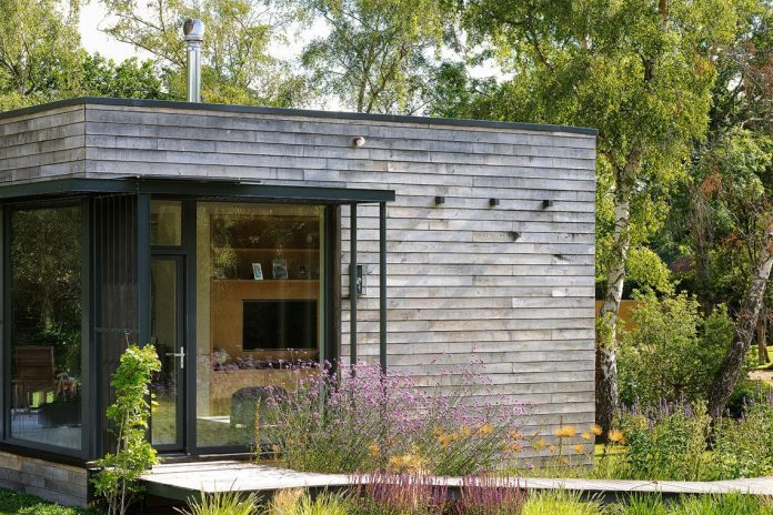 bright-bespoke-contemporary-mobile-dwelling-set-middle-forrest-06