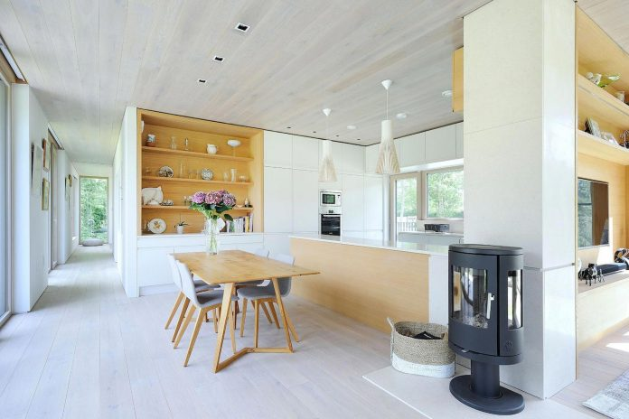 bright-bespoke-contemporary-mobile-dwelling-set-middle-forrest-10