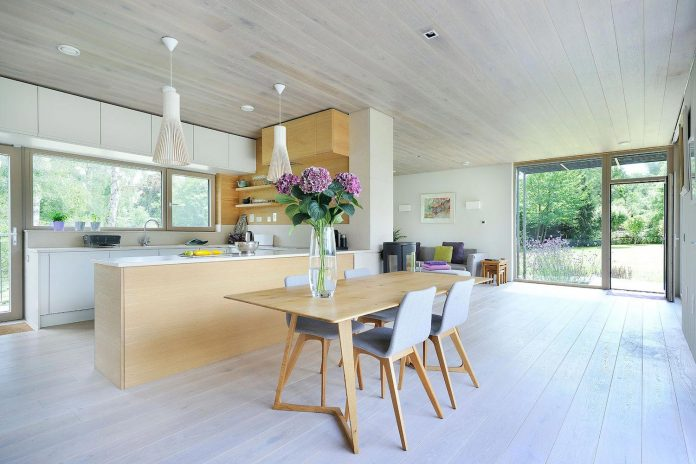 bright-bespoke-contemporary-mobile-dwelling-set-middle-forrest-11