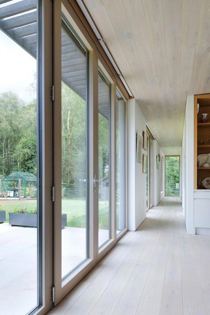 bright-bespoke-contemporary-mobile-dwelling-set-middle-forrest-12