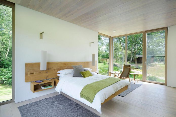 bright-bespoke-contemporary-mobile-dwelling-set-middle-forrest-13