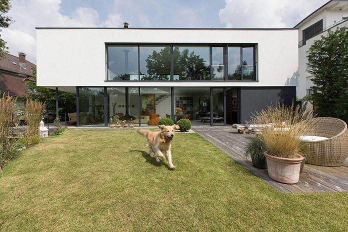 contemporary-bg-house-germany-designed-bau-werk-stadt-architekten-02