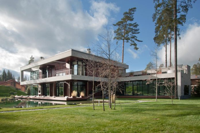 contemporary-country-house-forrest-surrounding-moscow-oblast-03