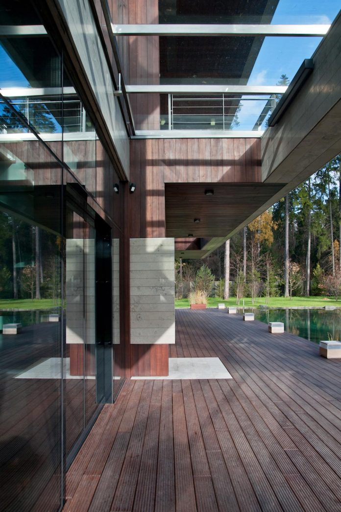 contemporary-country-house-forrest-surrounding-moscow-oblast-04