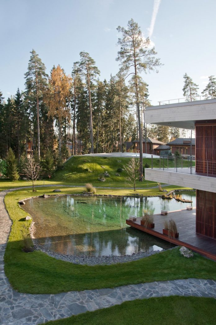 contemporary-country-house-forrest-surrounding-moscow-oblast-14