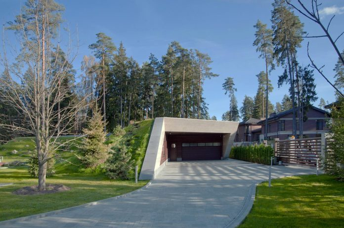 contemporary-country-house-forrest-surrounding-moscow-oblast-17