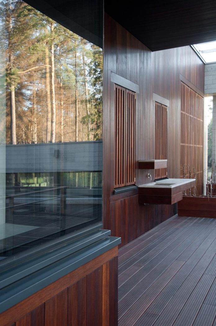 contemporary-country-house-forrest-surrounding-moscow-oblast-22