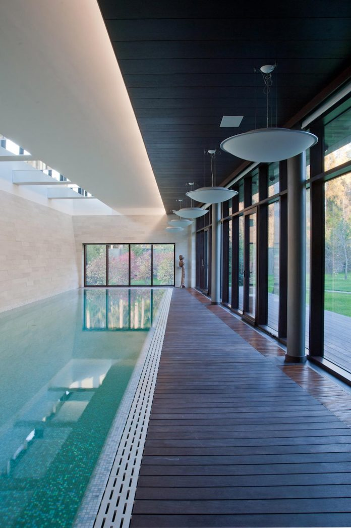 contemporary-country-house-forrest-surrounding-moscow-oblast-25
