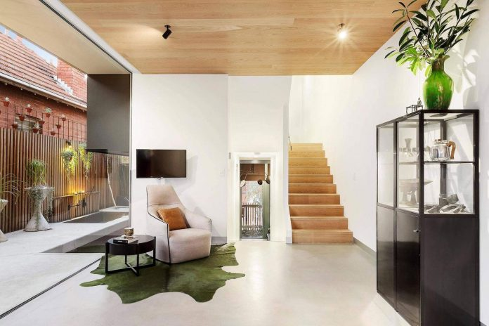 contemporary-home-set-limited-area-uses-surroundings-carefully-04