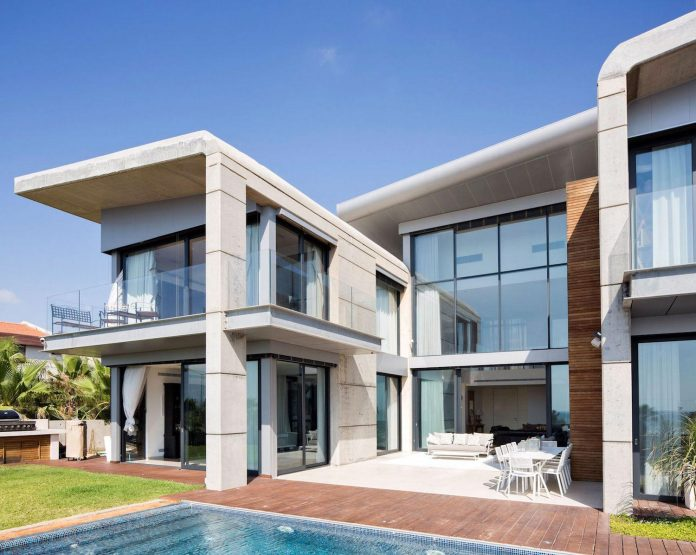 contemporary-house-overlooks-mediterranean-sea-situated-steps-away-beach-05