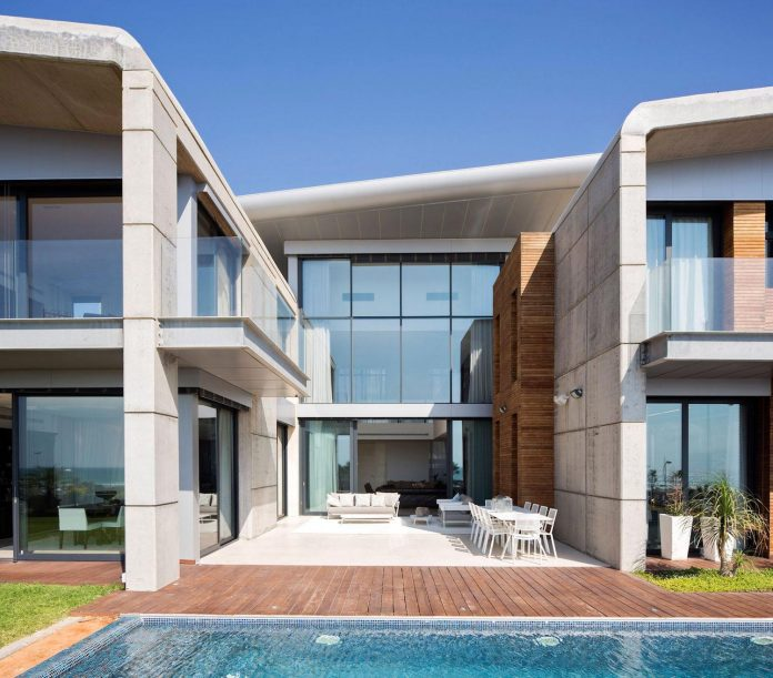 contemporary-house-overlooks-mediterranean-sea-situated-steps-away-beach-06