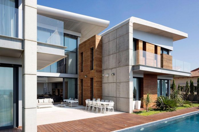 contemporary-house-overlooks-mediterranean-sea-situated-steps-away-beach-07