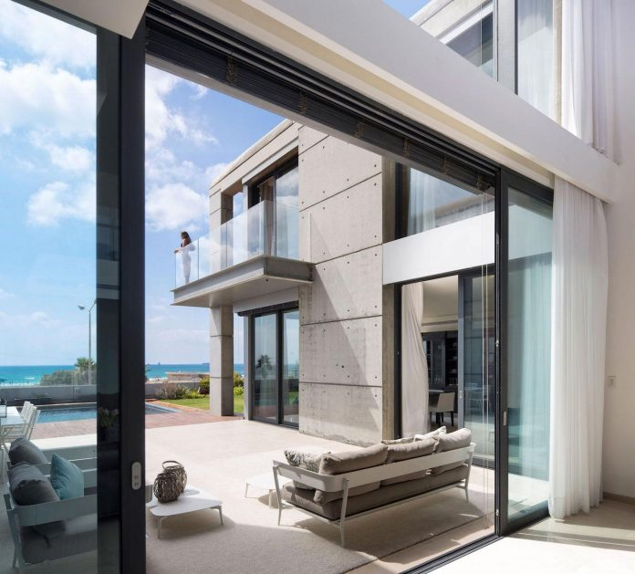 contemporary-house-overlooks-mediterranean-sea-situated-steps-away-beach-09