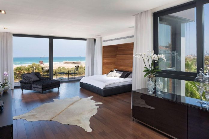 contemporary-house-overlooks-mediterranean-sea-situated-steps-away-beach-14