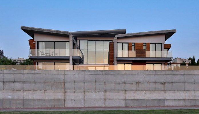 contemporary-house-overlooks-mediterranean-sea-situated-steps-away-beach-23