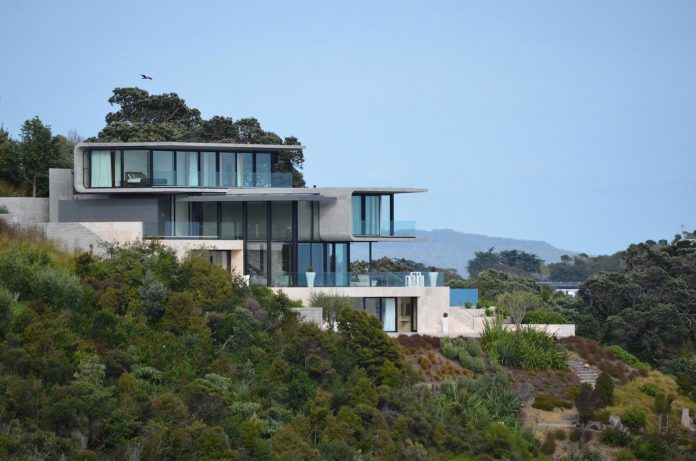 contemporary-house-rocky-cove-waiheke-island-aucklands-hauraki-gulf-01