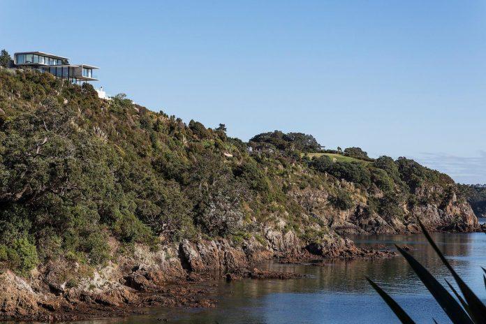 contemporary-house-rocky-cove-waiheke-island-aucklands-hauraki-gulf-04