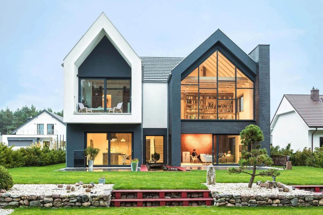 Contemporary interpretation of the traditional style home in Borówiec, Poland