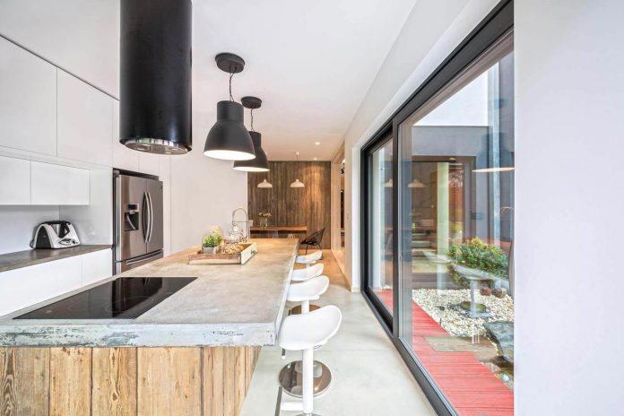 contemporary-interpretation-traditional-style-home-borowiec-poland-08