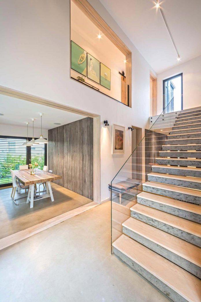 contemporary-interpretation-traditional-style-home-borowiec-poland-10