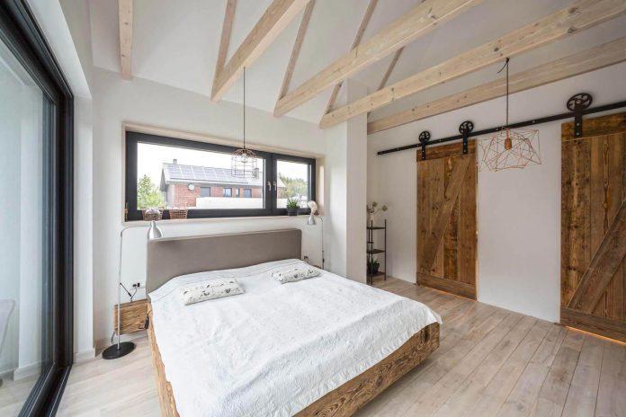 contemporary-interpretation-traditional-style-home-borowiec-poland-16