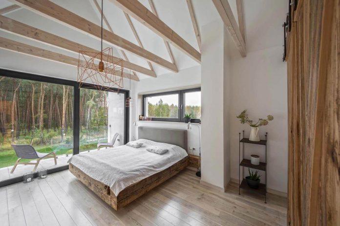 contemporary-interpretation-traditional-style-home-borowiec-poland-17