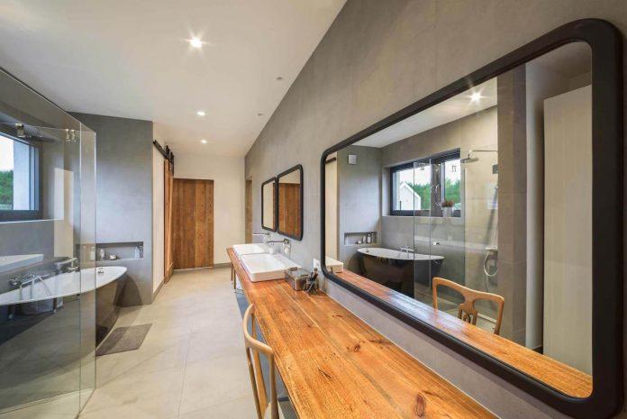 contemporary-interpretation-traditional-style-home-borowiec-poland-18