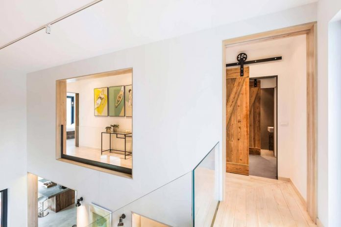 contemporary-interpretation-traditional-style-home-borowiec-poland-19