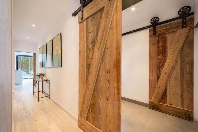 contemporary-interpretation-traditional-style-home-borowiec-poland-20