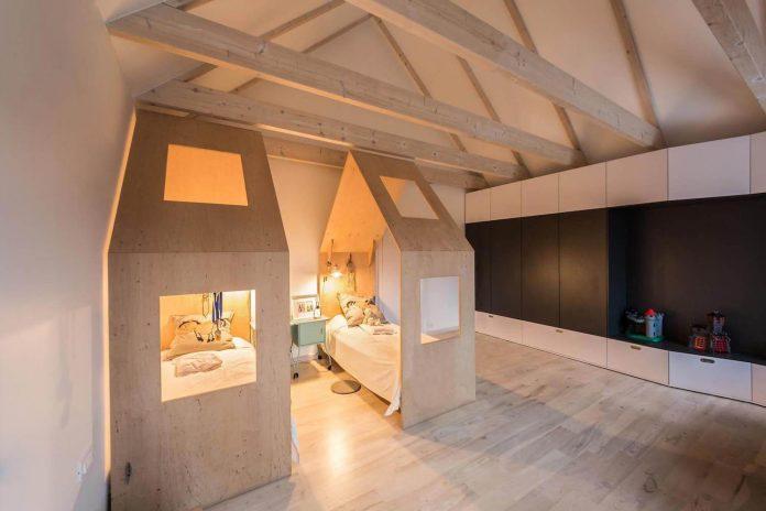 contemporary-interpretation-traditional-style-home-borowiec-poland-22