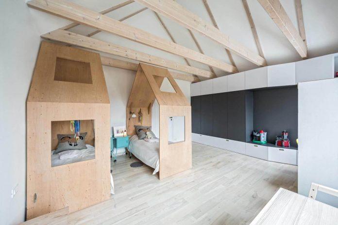 contemporary-interpretation-traditional-style-home-borowiec-poland-23