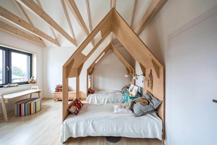 contemporary-interpretation-traditional-style-home-borowiec-poland-24