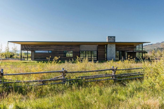 contemporary-mountain-house-set-flat-open-grassy-site-jackson-hole-wyoming-02