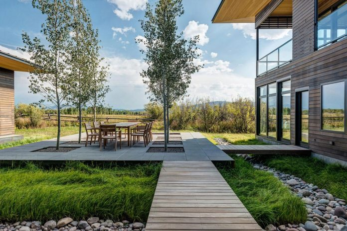 contemporary-mountain-house-set-flat-open-grassy-site-jackson-hole-wyoming-03