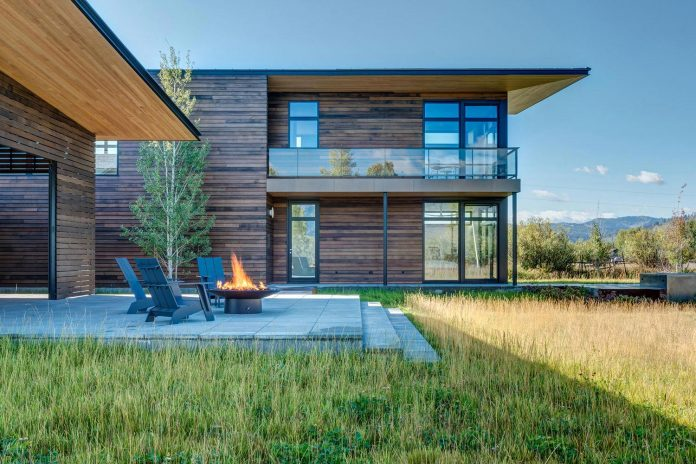 contemporary-mountain-house-set-flat-open-grassy-site-jackson-hole-wyoming-05